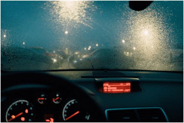 5 problemów podczas jazdy nocą