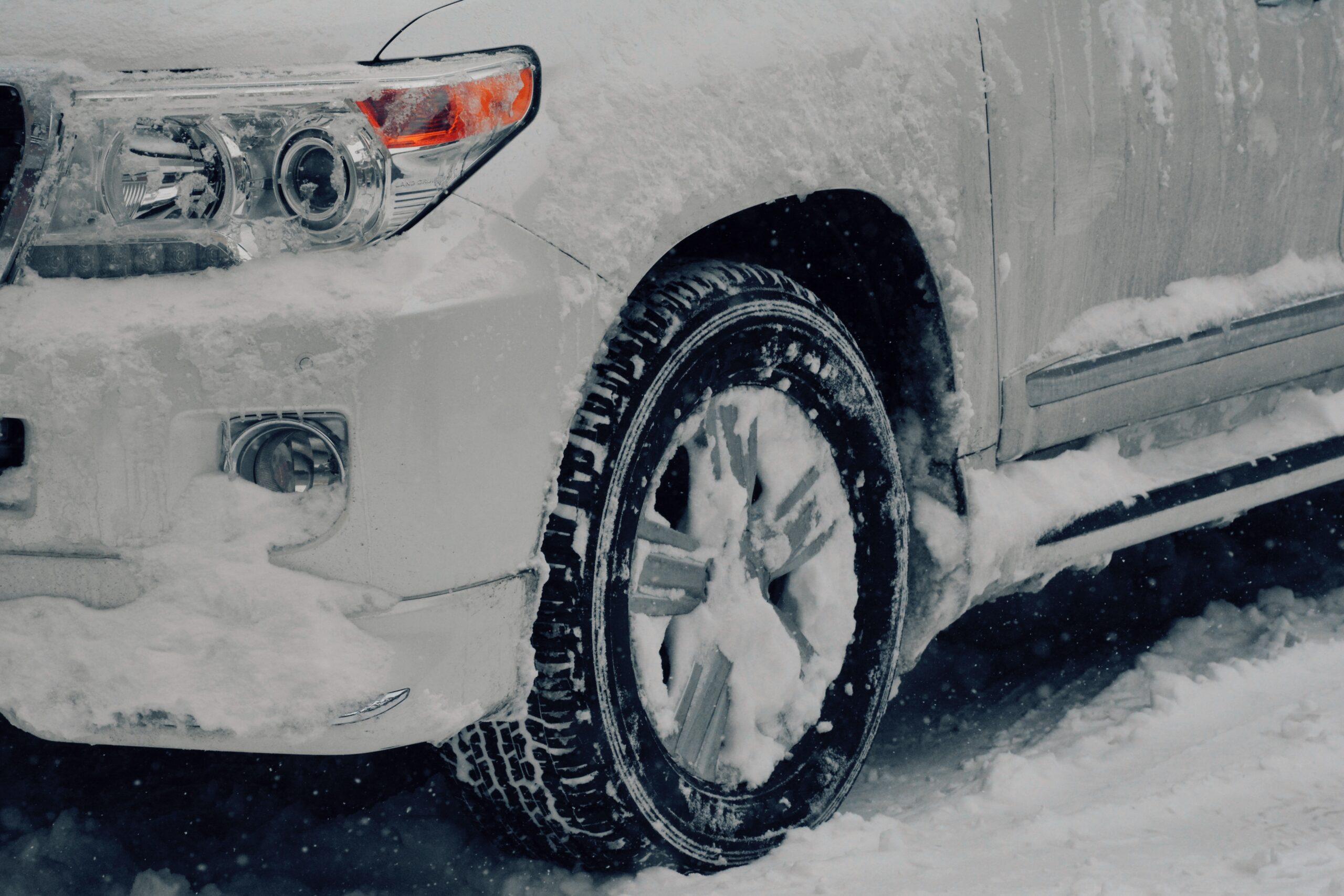 Dlaczego nie warto myć samochodu szczotką?